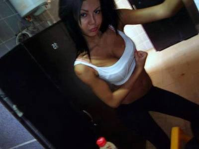 Oleta from Renton, Washington is looking for adult webcam chat