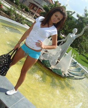 Suzanna from Los Osos, California is looking for adult webcam chat