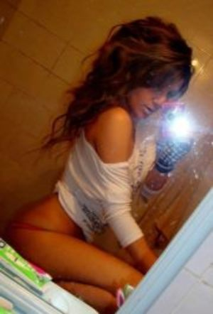 Leanna from  is looking for adult webcam chat