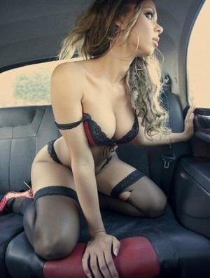 Aura from West Falls Church, Virginia is looking for adult webcam chat