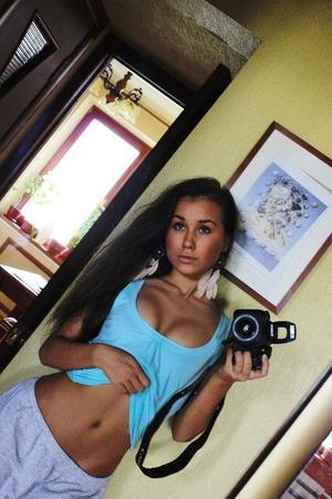 Elinor is looking for adult webcam chat