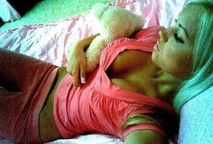 Shenna from Mountain View, Hawaii is looking for adult webcam chat