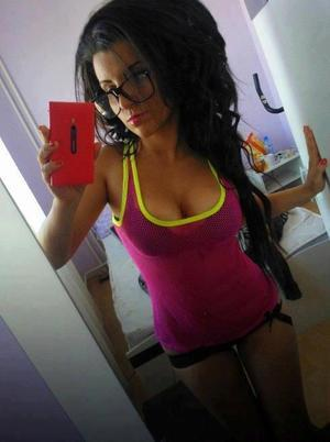 Kristel from Van Lear, Kentucky is looking for adult webcam chat